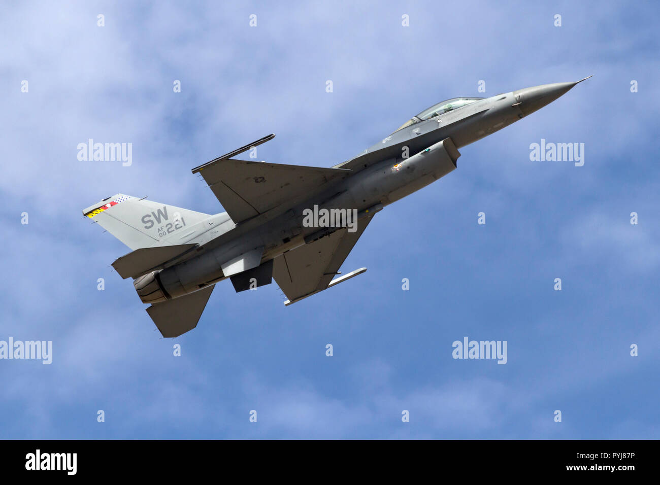 Maj John 'RAIN' Waters pilots the Lockheed Martin F-16 Fighting Falcon, AF00221, as part of the F-16 Viper Demonstration Team out of Shaw AFB, SC. - Stock Image
