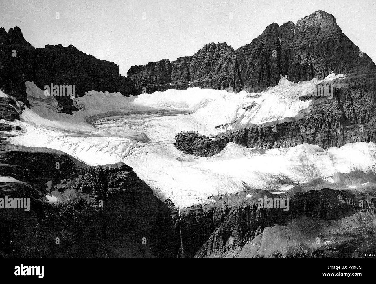 Shepard Glacier — Well-defined boundaries and crevasses are apparent in this photo of Shepard Glacier, Montana when its mass filled the cirque in 1913. - Stock Image