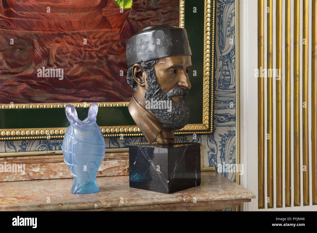 Bronze bust of Austrian artist Ernst Fuchs on display in the Blue Parlor in the Ernst Fuchs Museum in Vienna, Austria. The museum is housed in the former Wagner Villa I designed by Austrian modernist architect Otto Wagner and built in 1886-1888 in Hütteldorf district. The building was acquired and rebuilt by Ernst Fuchs in the 1970s. - Stock Image