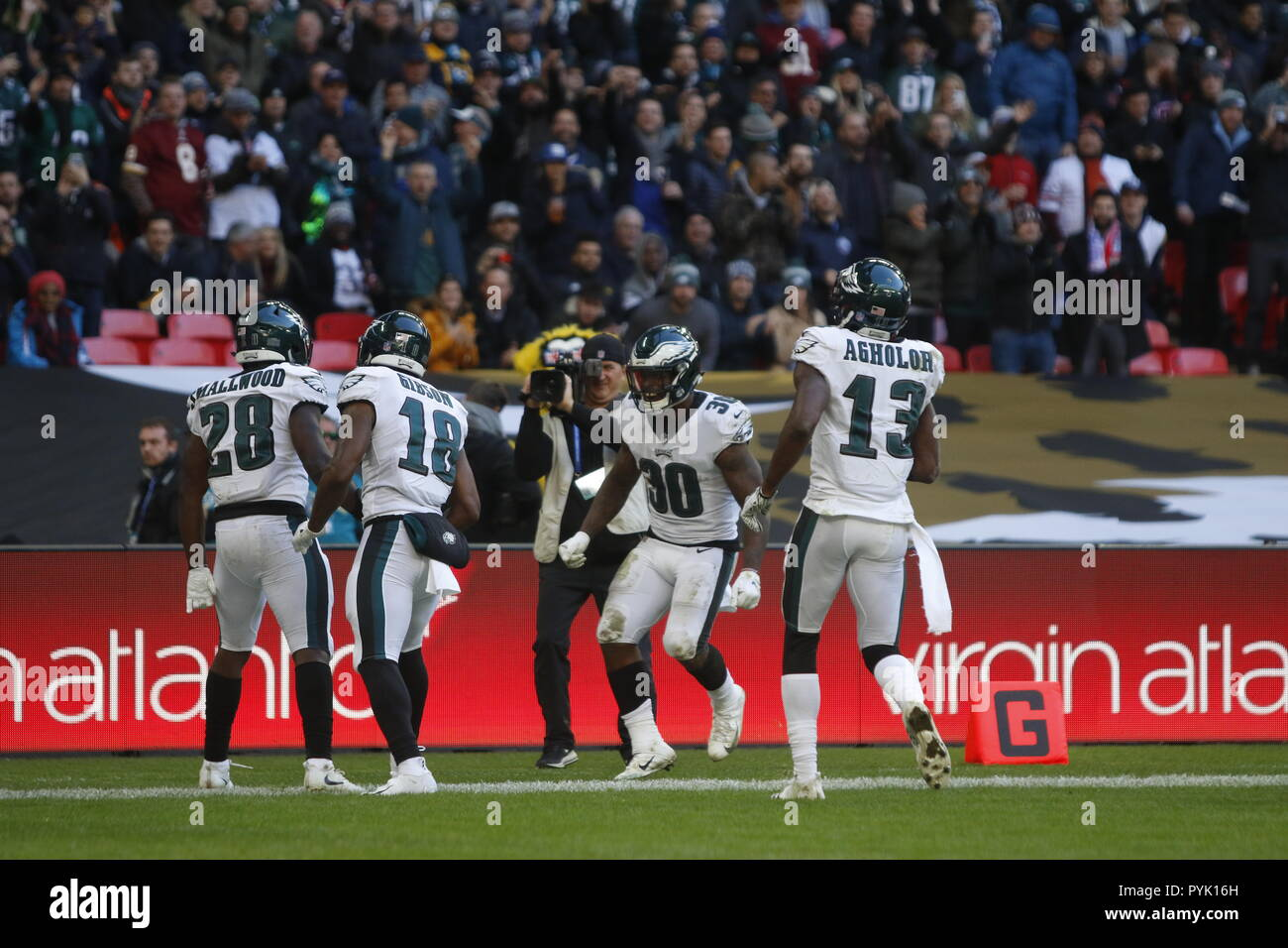 London, UK. 28 October 2018.  Philadelphia Eagles Running Back Wendell Smallwood (28) celebrates his touch down   at the Eagles at Jaguars - credit Glamourstock Credit: glamourstock/Alamy Live News - Stock Image