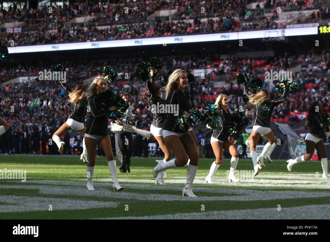 London, UK. 28 October 2018.  Jaguars Cheerleaders,  at the Eagles at Jaguars - credit Glamourstock Credit: glamourstock/Alamy Live News - Stock Image
