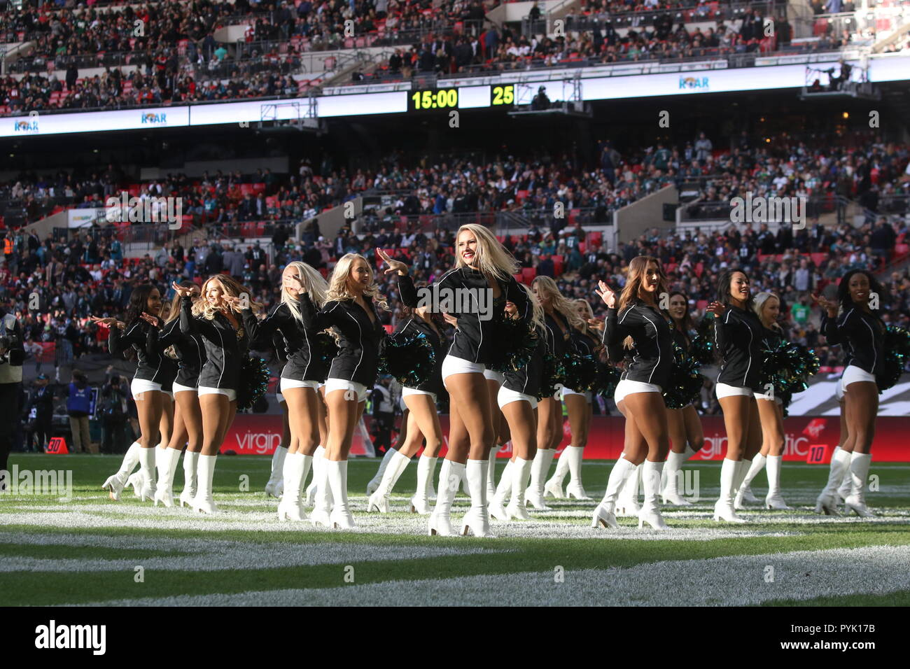 London, UK. 28 October 2018.   Cheerleaders, at the Eagles at Jaguars - credit Glamourstock Credit: glamourstock/Alamy Live News - Stock Image