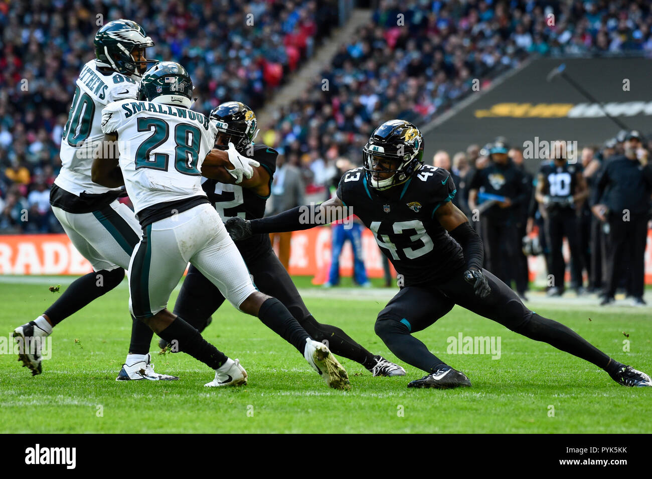 London, UK.  28 October 2018. Eagles running back Wendell Smallwood  (28) runs with the ball. Philadelphia Eagles at Jacksonville Jaguars NFL game at Wembley Stadium, the final game in the NFL London 2018 series. Final score: Eagles 24 Jaguars 18. Credit: Stephen Chung / Alamy Live News - Stock Image