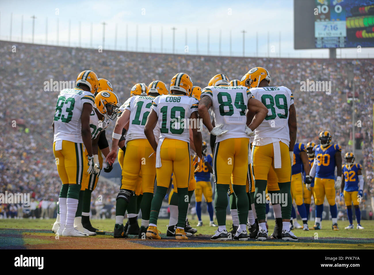 Los Angeles Ca Usa 28th Oct 2018 Green Bay Packers Offensive Huddle During The Nfl Green