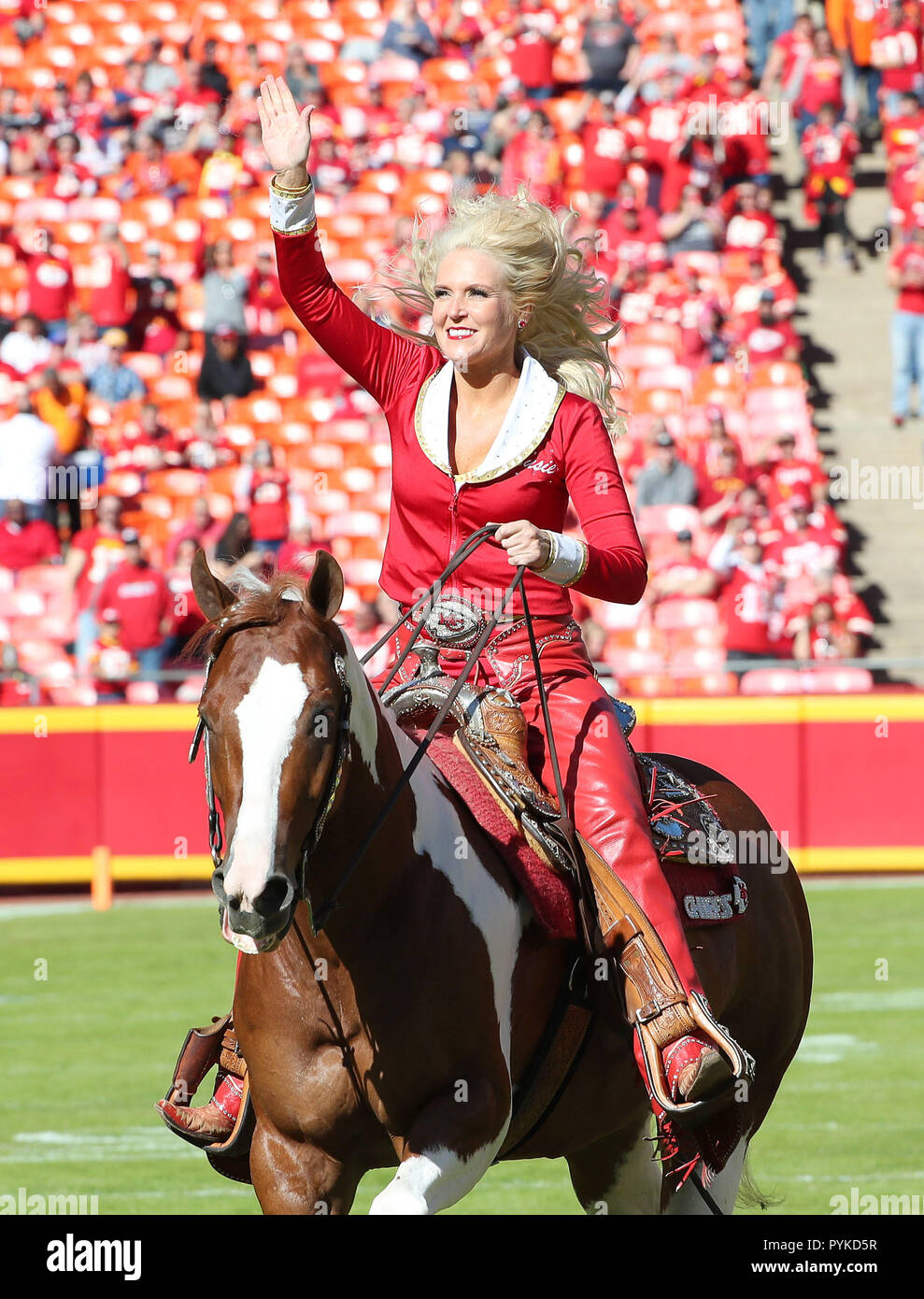 Kansas City United States 28th Oct 2018 Oct 28 2018 Kansas City Mo Usa Warpaint The Kansas City Chiefs Mascot And Horse Along With Rider Susie Derouchey During Pregame Before Playing Against