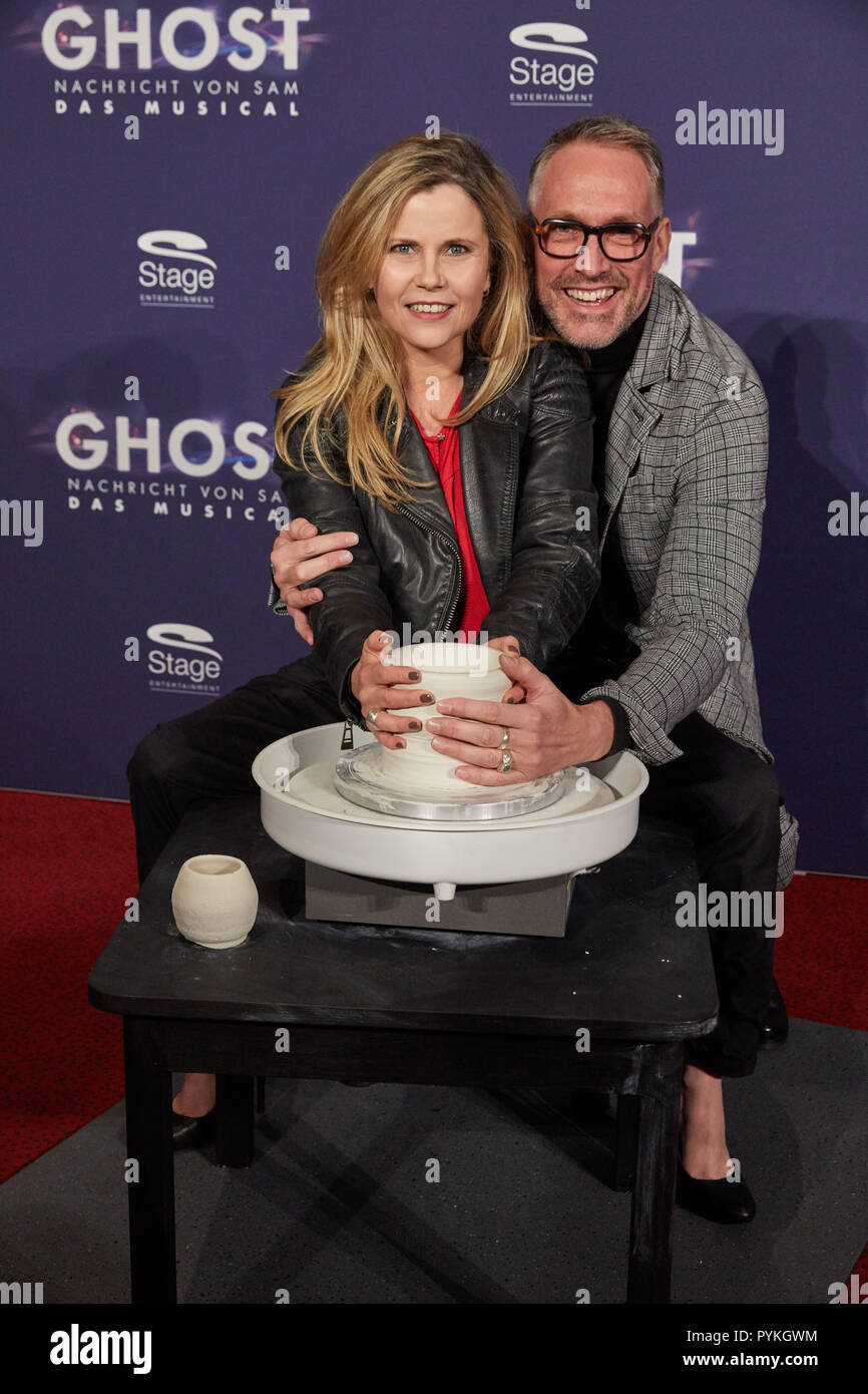 """Hamburg, Germany. 28th Oct, 2018. Michaela Schaffrath and Nik Breidenbach, both actors, come to the Hamburg premiere of the musical """"Ghost"""". The musical will be a guest at the Operettenhaus until the end of February. Credit: Georg Wendt/dpa/Alamy Live News Stock Photo"""