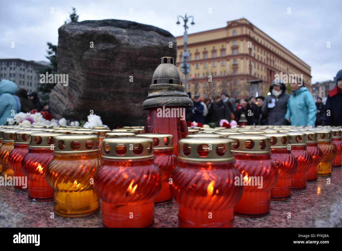 Moscow, Russia. 29th Oct, 2018. Hundreds of people remembered the victims of the terror under Soviet dictator Josef Stalin at a vigil. They placed burial candles and flowers in front of the building in which the Soviet secret service KGB used to be based and where the domestic secret service FSB now resides. They also read out the names of the victims. Credit: Christian Thiele/dpa-Zentralbild/dpa/Alamy Live News - Stock Image