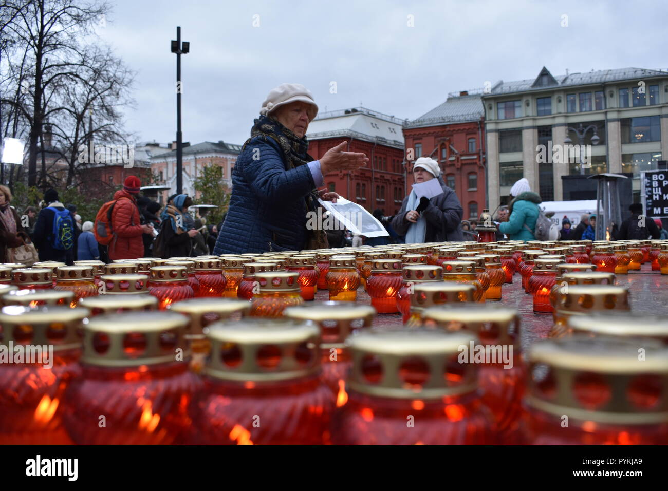Moscow, Russia. 29th Oct, 2018. Hundreds of people in Moscow remembered the victims of the terror under Soviet dictator Josef Stalin during a vigil. They placed burial candles and flowers in front of the building in which the Soviet secret service KGB used to be based and where the domestic secret service FSB now resides. They also read out the names of the victims. Credit: Christian Thiele/dpa-Zentralbild/dpa/Alamy Live News - Stock Image