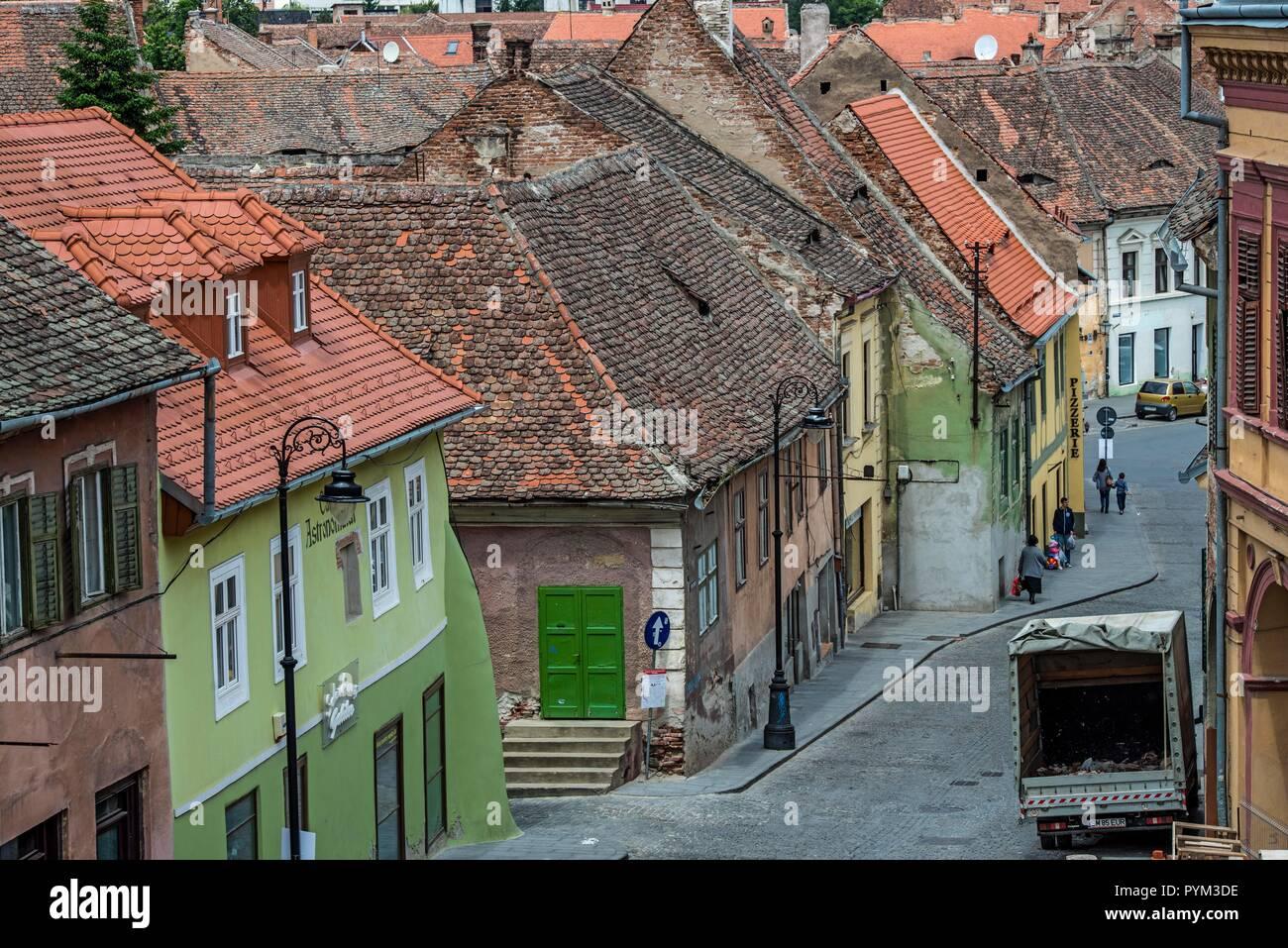 ROMANIA, SIBIU. Parts of the historic old town still need a bit refurbishing - Stock Image