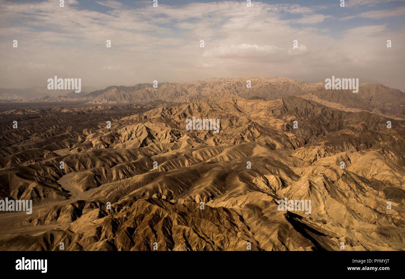 Gebirgige Landschaft , Luftaufnahme , in der Nähe der Nasca-Linien, Peru, Südamerika - Stock Image