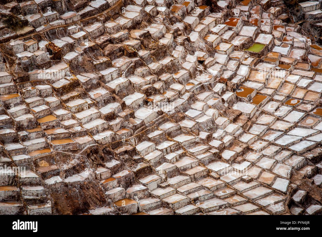 Salzbecken zur Salzgewinnung in Maras , Peru , Südamerika Stock Photo