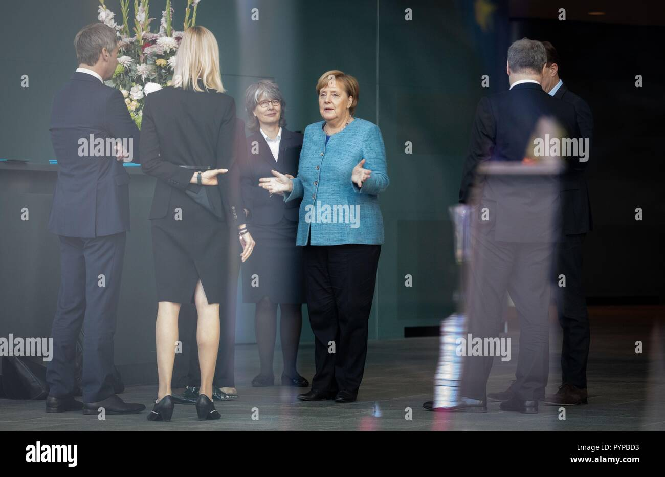 Berlin, Germany. 30th Oct, 2018. Chancellor Angela Merkel (CDU) expects the Prime Minister of the Democratic Federal Republic of Ethiopia before the Federal Chancellery alongside her advisers at the beginning of the Africa Summit. This is where eleven heads of state and government come to Berlin for the summit meeting. It is about an initiative for more private investment in Africa, which Merkel launched last year as President of the Group of Leading Economic Powers (G20). Credit: Bernd von Jutrczenka/dpa/Alamy Live News - Stock Image