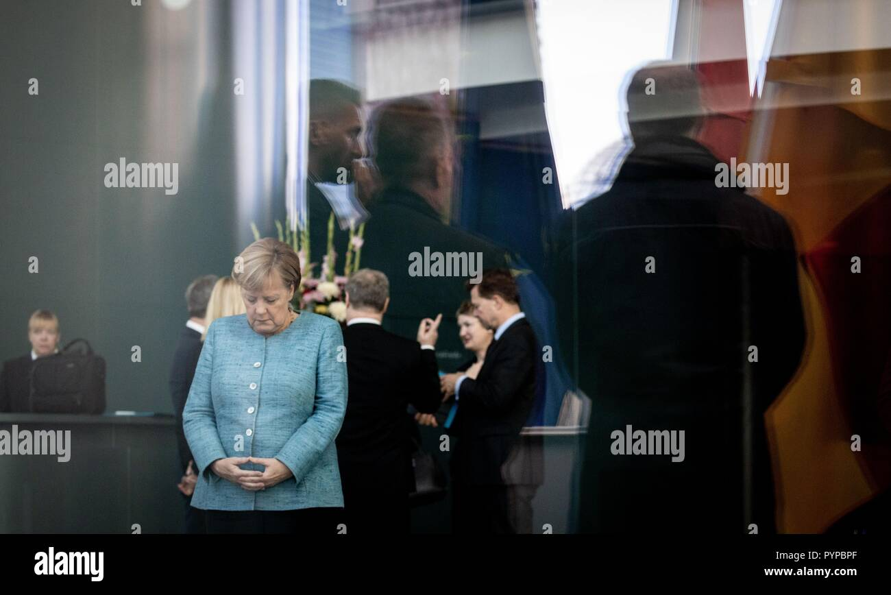 Berlin, Germany. 30th Oct, 2018. Chancellor Angela Merkel (CDU) expects the Prime Minister of the Democratic Federal Republic of Ethiopia at the Federal Chancellery at the beginning of the Africa Summit. This is where eleven heads of state and government come to Berlin for the summit meeting. It is about an initiative for more private investment in Africa, which Merkel launched last year as President of the Group of Leading Economic Powers (G20). Credit: Kay Nietfeld/dpa/Alamy Live News - Stock Image