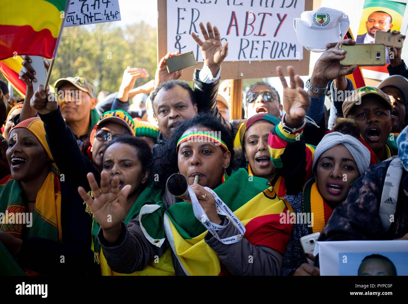 Berlin, Germany. 30th Oct, 2018. The Prime Minister of the Democratic Federal Republic of Ethiopia is welcomed by his supporters on Pariser Platz in front of the Brandenburg Gate. Eleven heads of state and government meet in the capital for the summit meeting. It is about an initiative for more private investment in Africa, which Merkel launched last year as President of the Group of Leading Economic Powers (G20). Credit: Kay Nietfeld/dpa/Alamy Live News - Stock Image