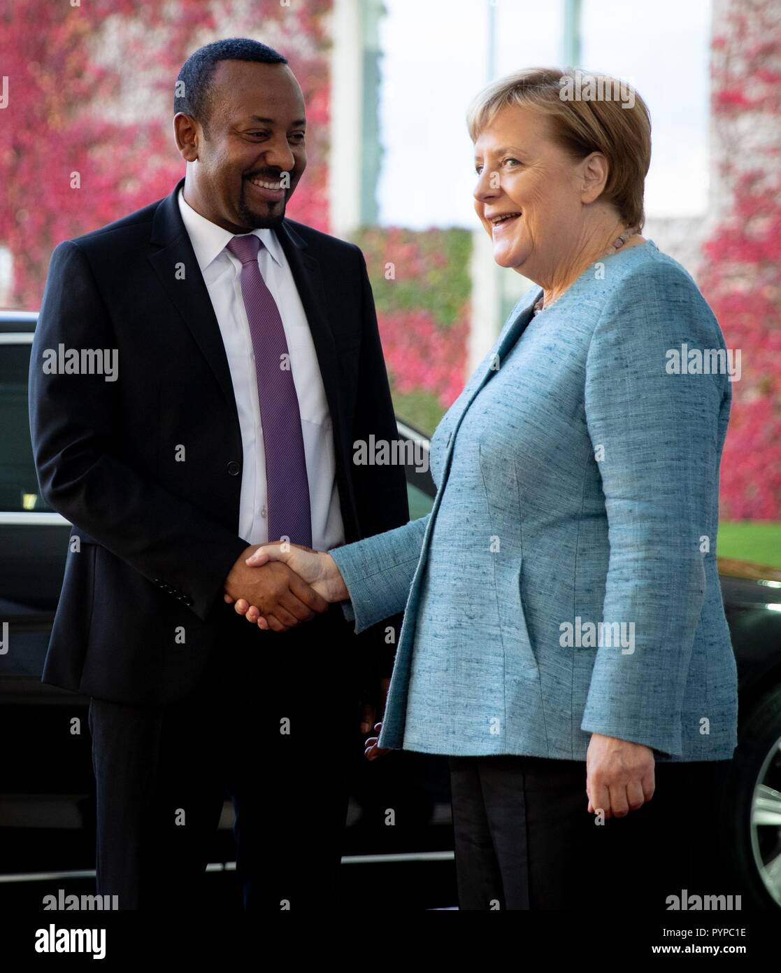 Berlin, Germany. 30th Oct, 2018. Chancellor Angela Merkel (CDU) receives Abiy Ahmed Ali, Prime Minister of the Democratic Federal Republic of Ethiopia, in front of the Federal Chancellery for the Africa Summit. This is where eleven heads of state and government come to Berlin for the summit meeting. It is about an initiative for more private investment in Africa, which Merkel launched last year as President of the Group of Leading Economic Powers (G20). Credit: Kay Nietfeld/dpa/Alamy Live News - Stock Image