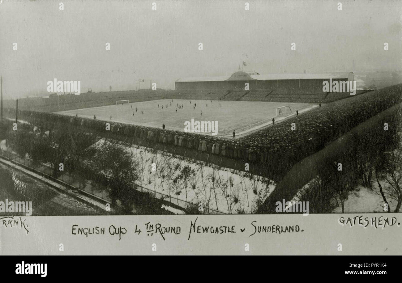 This is a picture postcard of St James Park, Newcastle upon Tyne during the FA Cup quarterfinal between Newcastle United and Sunderland AFC, 6 March 1909 - Stock Image