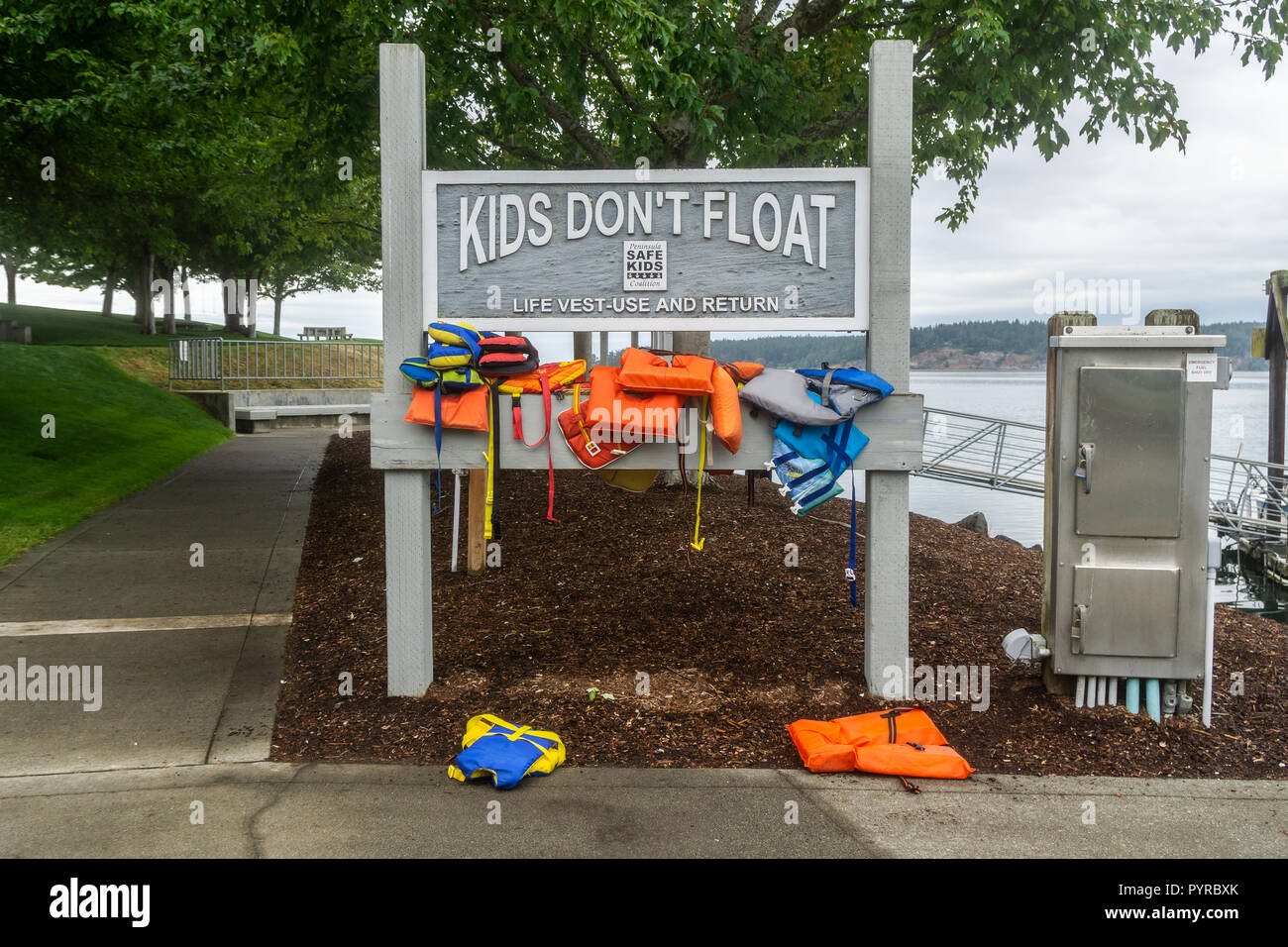 Life vest use and return self service at Sequim marina with the headline Kids don't float, Washington state, USA. Stock Photo