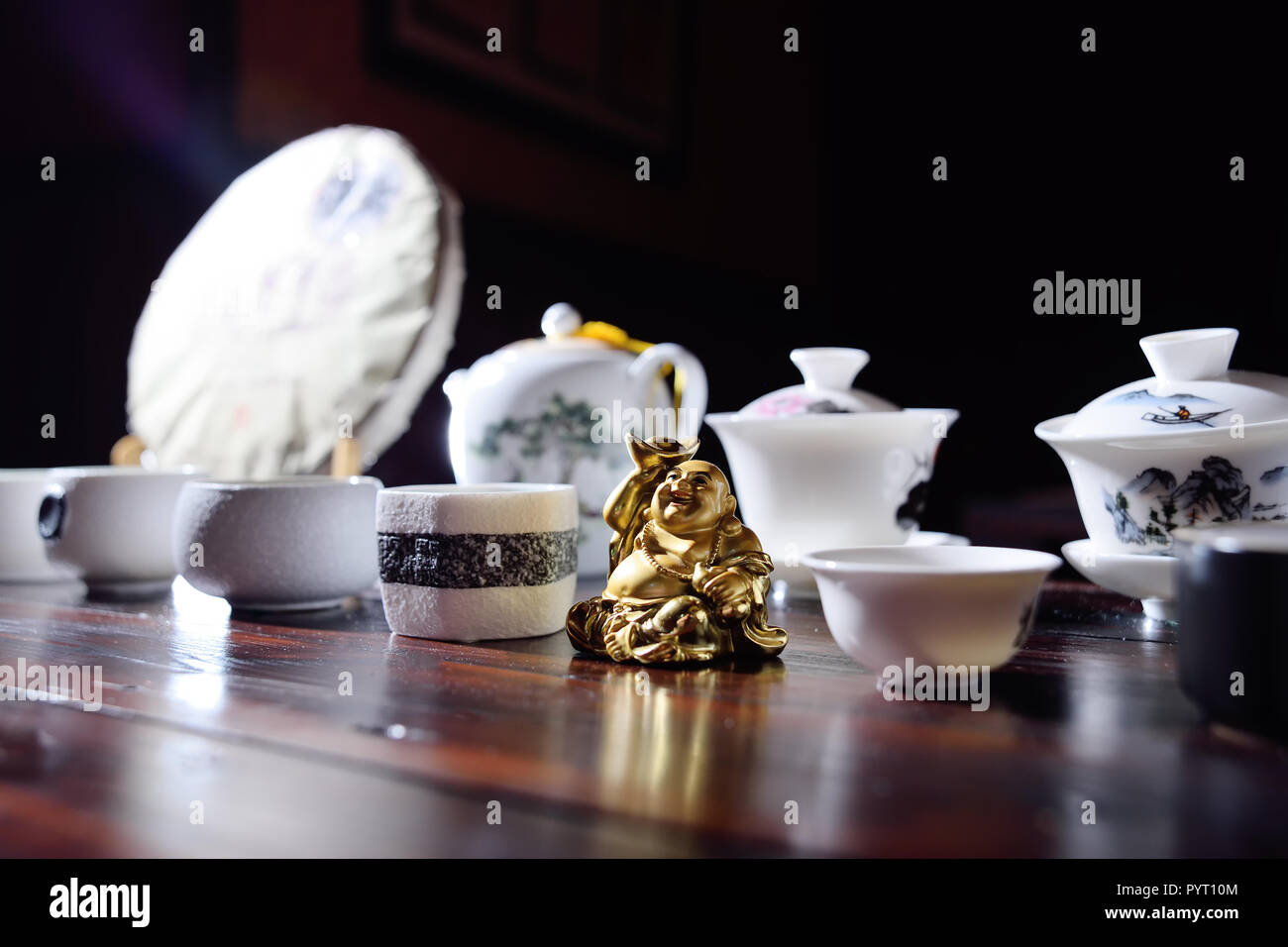 Appliances for tea ceremony and figure Hotei - Stock Image