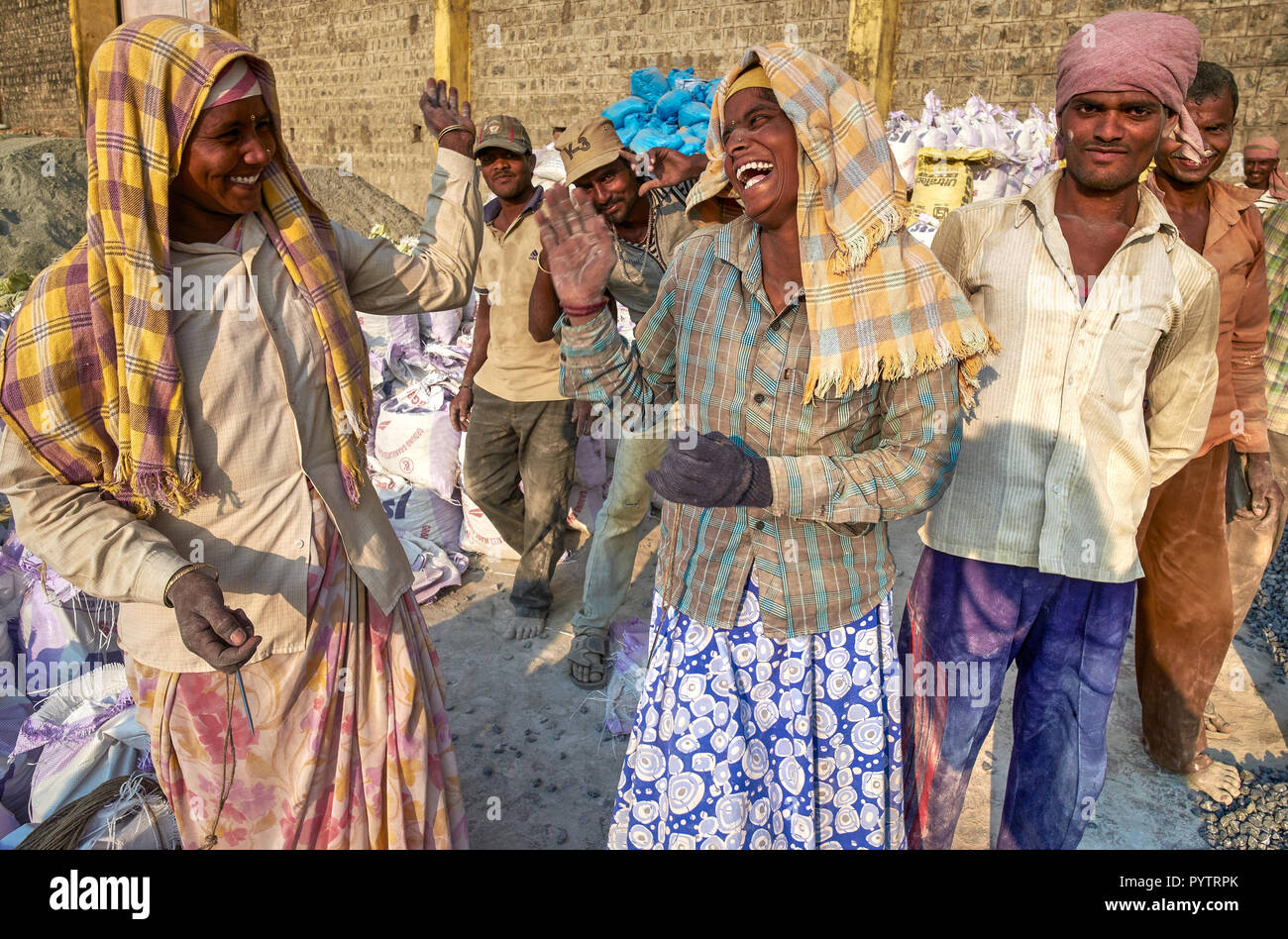 A group of migrant workers in the Old Harbour, Mangalore, Karnataka, India, hailing from Northern Karnataka, Ksharing jokes and a moment of good cheer - Stock Image