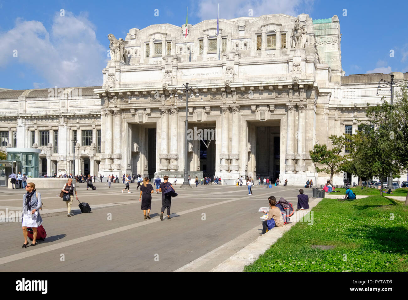 Italy, Lombardy, Milan, Piazza Luigi di Savoia. Main entrance Central Station (Stazione di Milano Centrale) - Stock Image