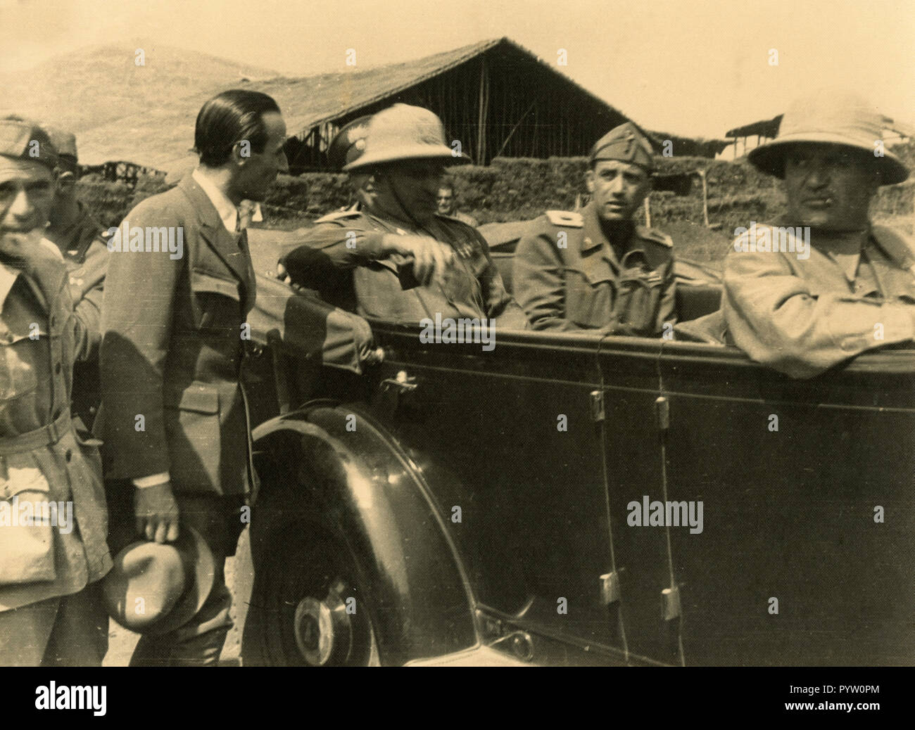 Fascist hierarchy with the car in the Italian colonies, 1930s - Stock Image