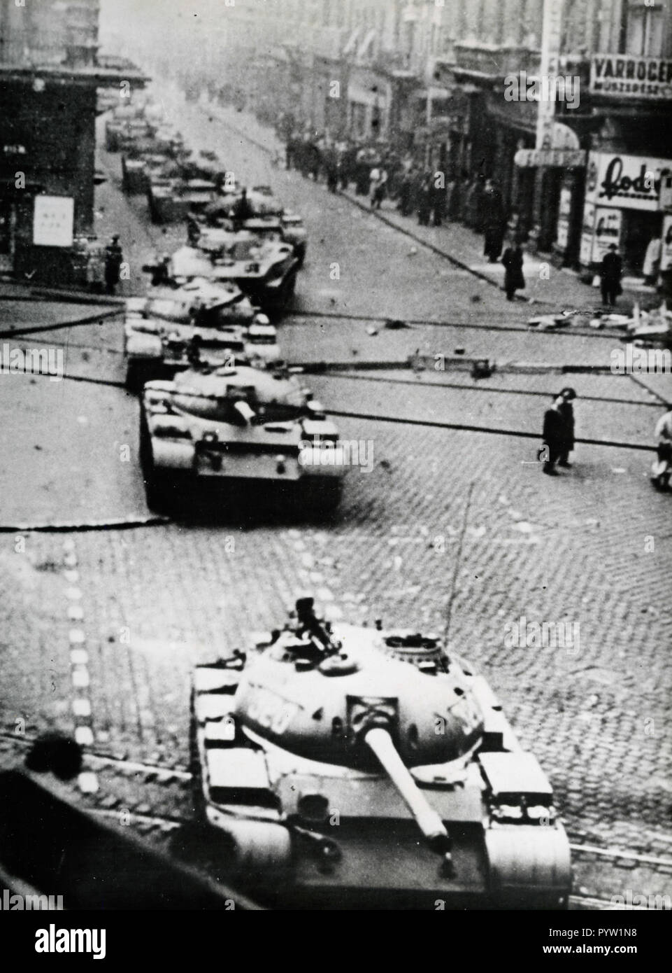 Soviet Union tanks in the streets, Budapest, Hungary 1956 - Stock Image