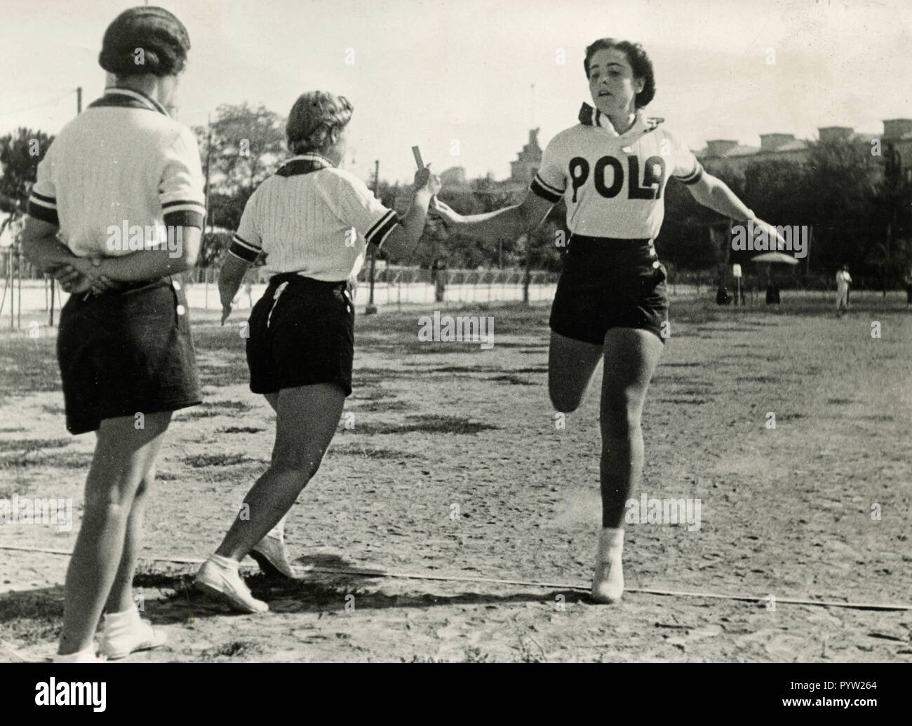 Women running a relay race, Italy 1930s - Stock Image