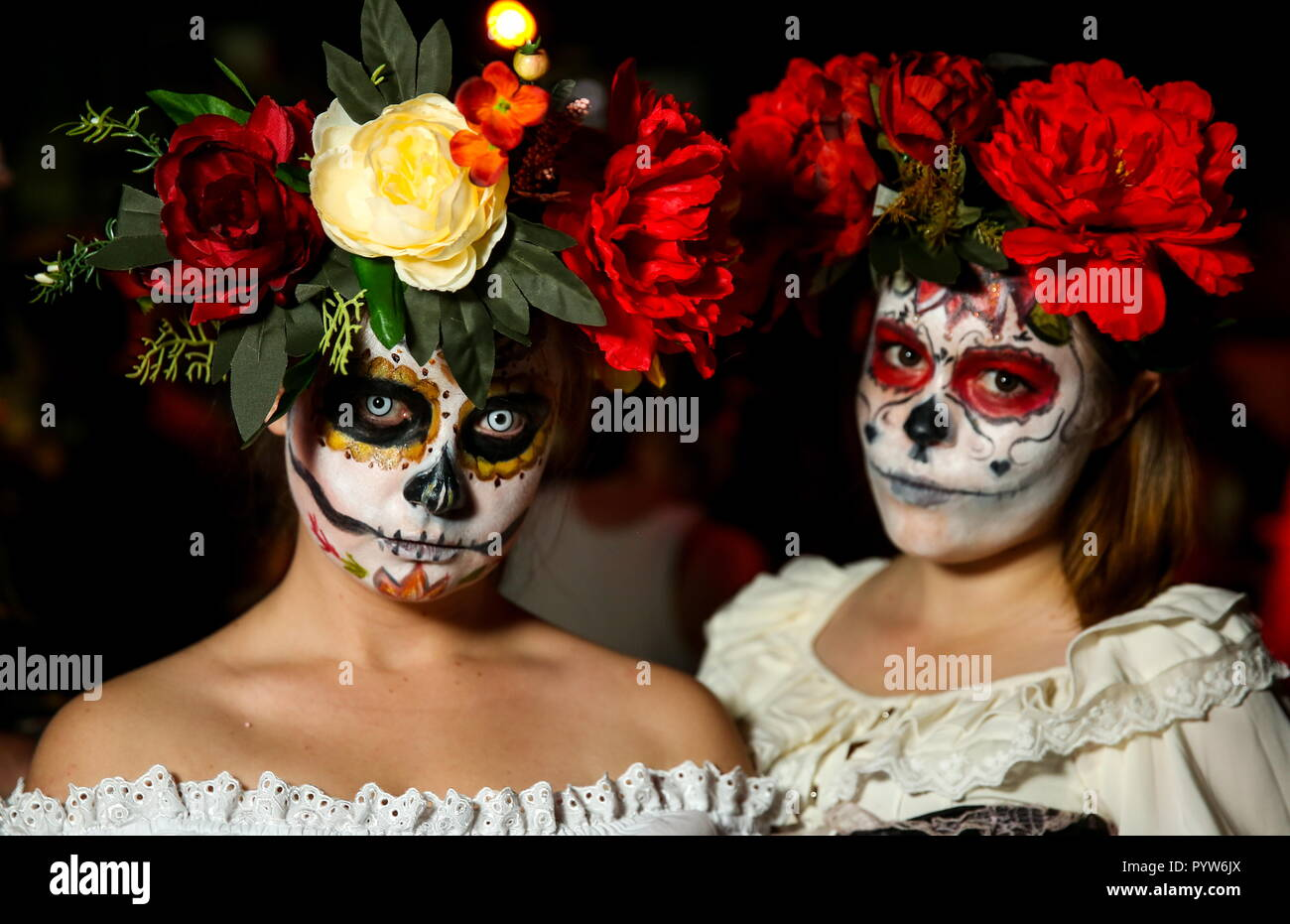 Ryazan, Russia. 27th Oct, 2018. RYAZAN, RUSSIA - OCTOBER 27, 2018: Girls wearing makeup and floral wreaths during Halloween celebrations. Alexander Ryumin/TASS Credit: ITAR-TASS News Agency/Alamy Live News - Stock Image