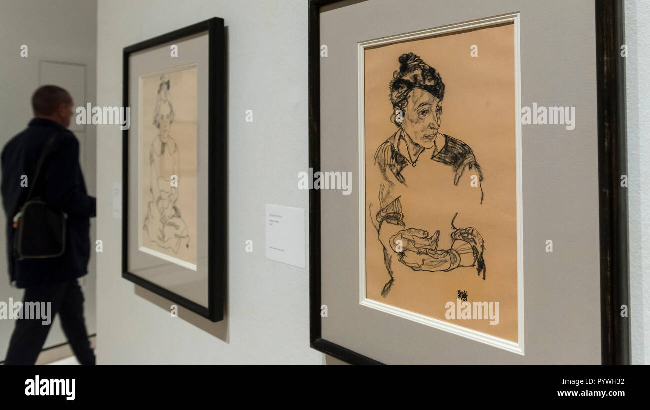 London, UK.  31 October 2018.  (R) 'Marie Schiele', 1918, by Egon Schiele. Preview of 'Klimt / Schiele:  Drawings from the Albertina Museum,Vienna' exhibition at the Royal Academy.  Over 100 works on paper are on display in an exhibition which marks the centenary of the deaths of the two most celebrated and pioneering figures of early twentieth-century art.  The show runs 4 November to 3 February 2019. Credit: Stephen Chung / Alamy Live News - Stock Image