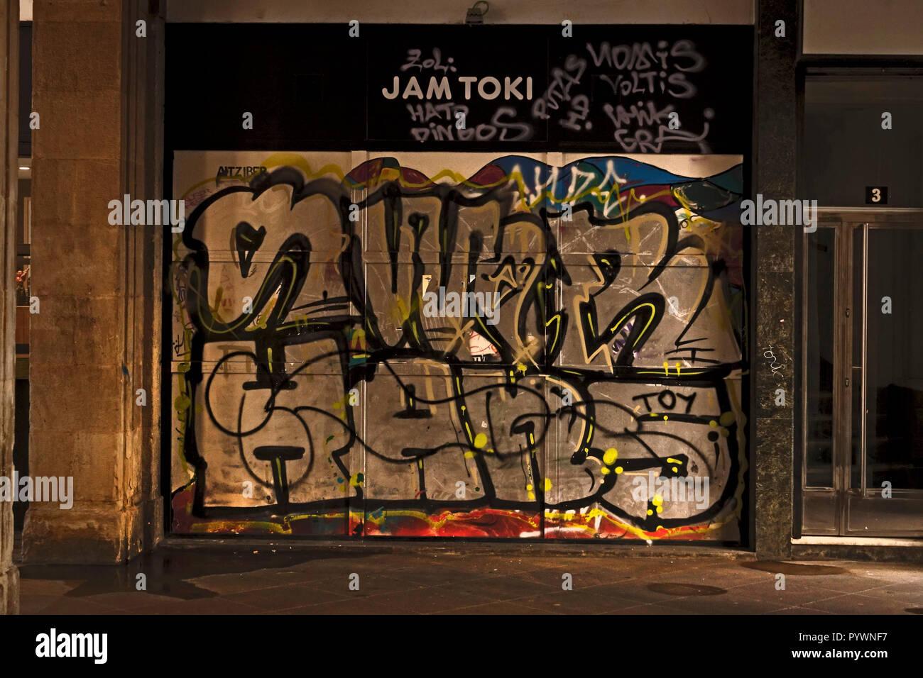 Bilbao City, Basque Region, Spain Grafitti scrawled on doorway in Old Town - Stock Image