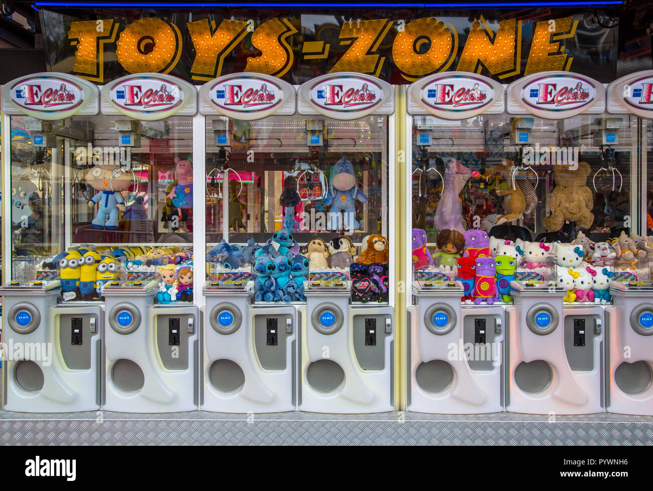 GRONINGEN, THE NETHERLANDS-MAY 17, 2015: Claw crane Arcade machines with cuddly toys and teddy bears in bright colors on a fun fair - Stock Image