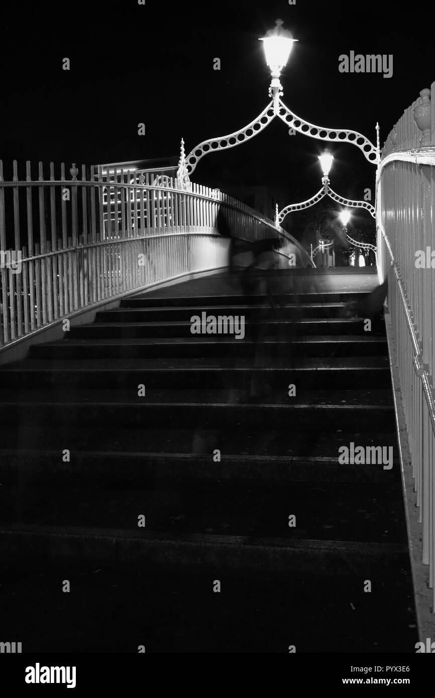 Ha penny bridge at night, temple bar area, Dublin - Stock Image