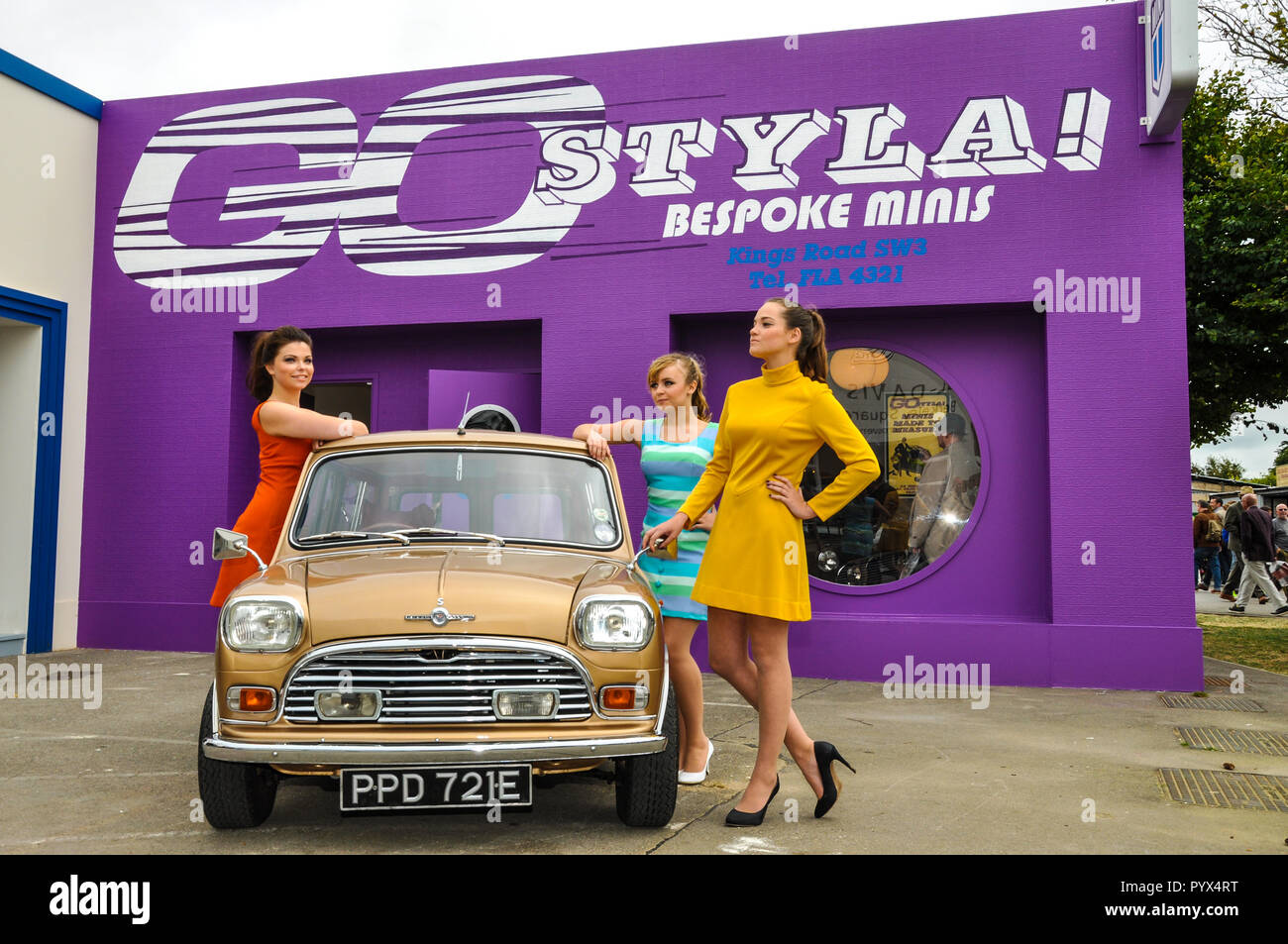Go styla bespoke minis Kings Road fake shop store with custom Mini car and female models posing outside. Goodwood Revival. Actors - Stock Image