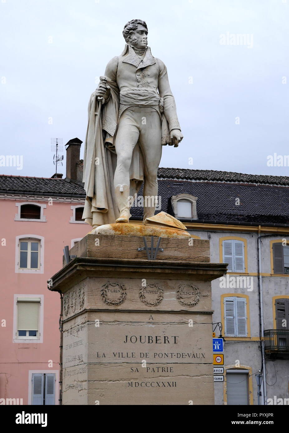 AJAXNETPHOTO. 2018. PONT DE VAUX, FRANCE. - YOUNG GENERAL -  STATUE OF SOLDIER AND GENERAL BARTHELEMY CATHERINE JOUBERT (1769-1799) IN THE TOWN CENTRE. JOUBERT WAS BORN HERE, DIED IN THE BATTLE OF NOVI, ITALY.  PHOTO:JONATHAN EASTLAND/AJAX REF:GX8_180910_852 - Stock Image