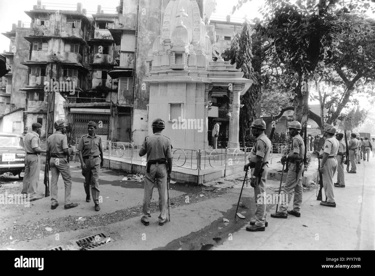 Police men guarding Hindu Shiva temple in riots, Mumbai, Maharashtra, India, Asia, 1900s - Stock Image