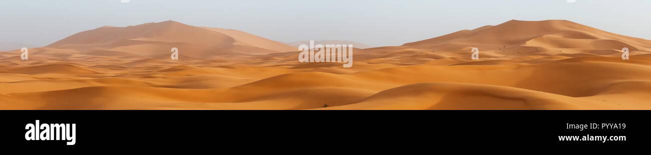 Amazing panorama landscape showing Erg Chebbi sanddunes desert at the Western Sahara Desert of Morocco, near Erfoud, Rissani and Merzouga. - Stock Image