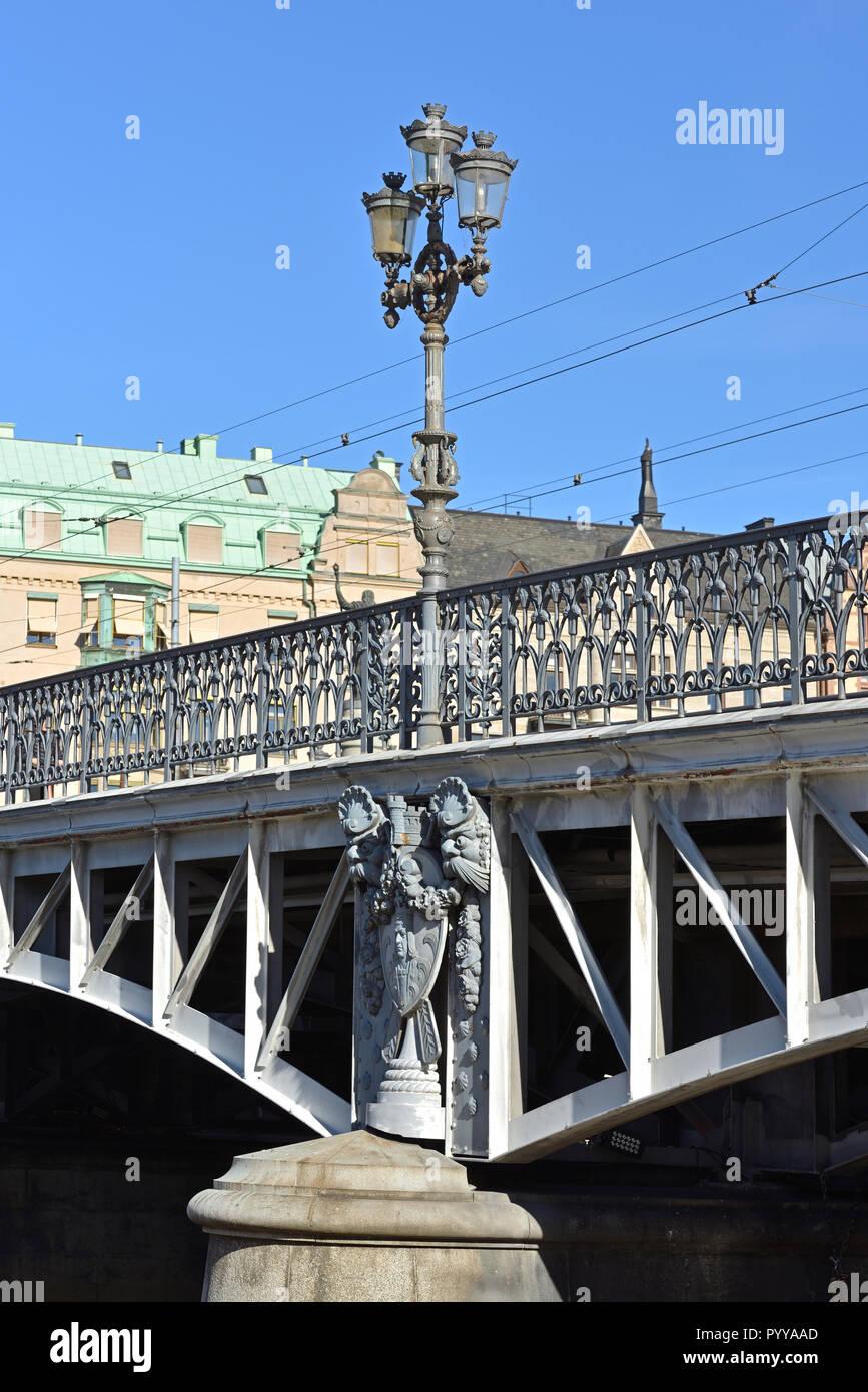 Yurgordsbrun bridge (1897). Cast iron railings displaying stylized plants and abutments and candelabras designed by architect Erik Josephson - Stock Image