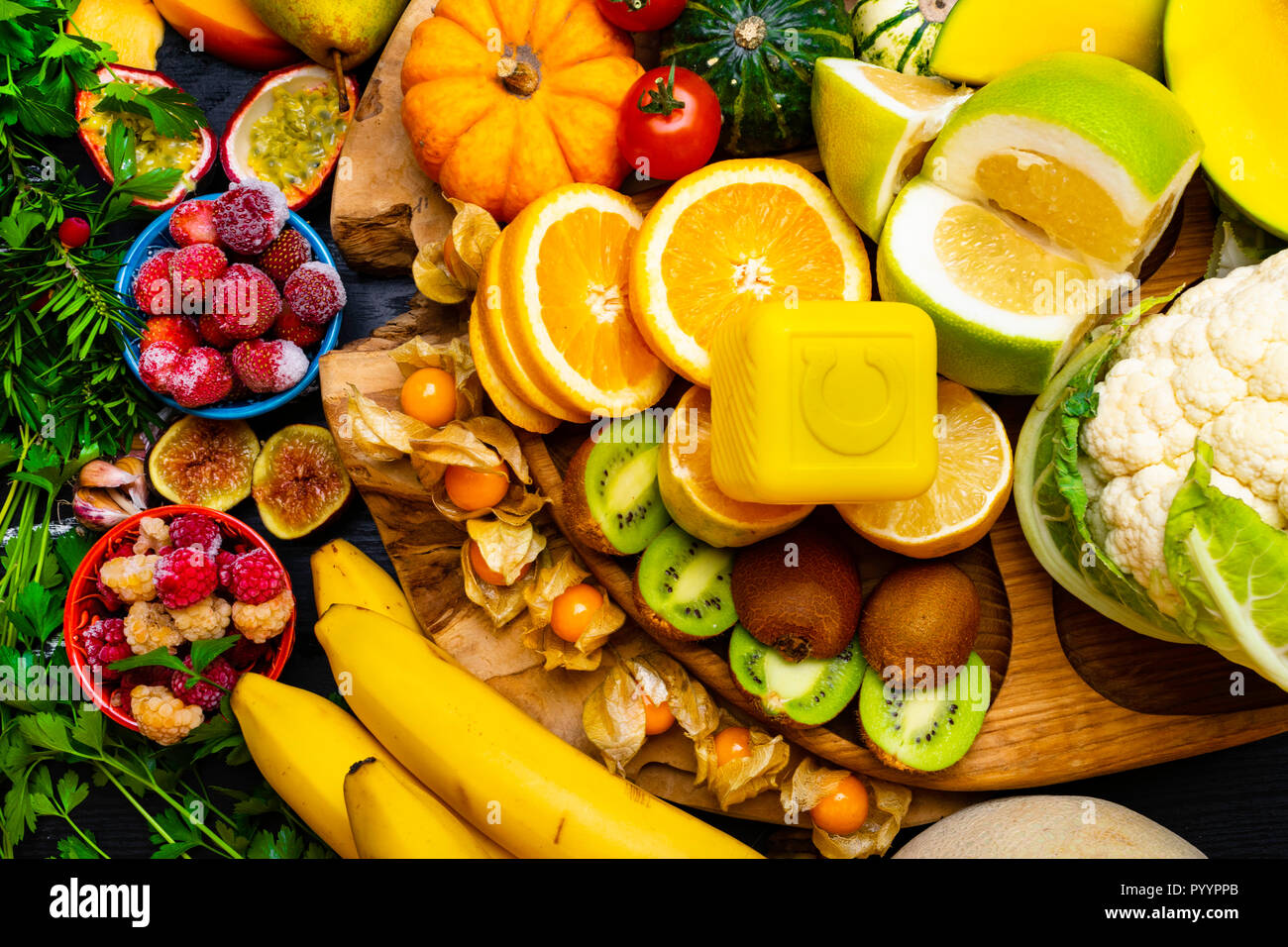 Foods High in vitamin C on a wooden board. Healthy eating. Dieting - Stock Image