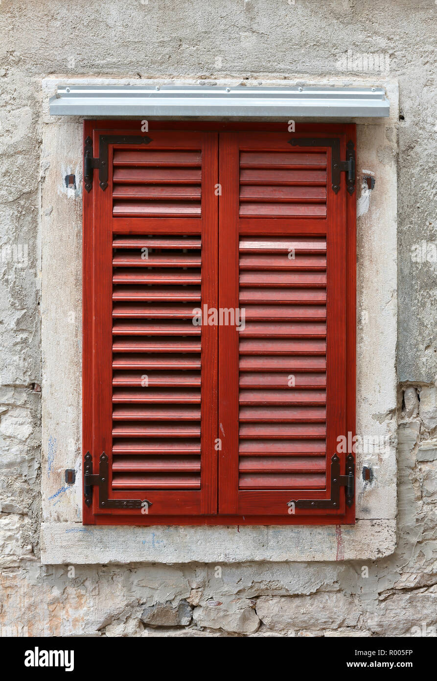 Window with red shutters in the historic city of Pula - Stock Image