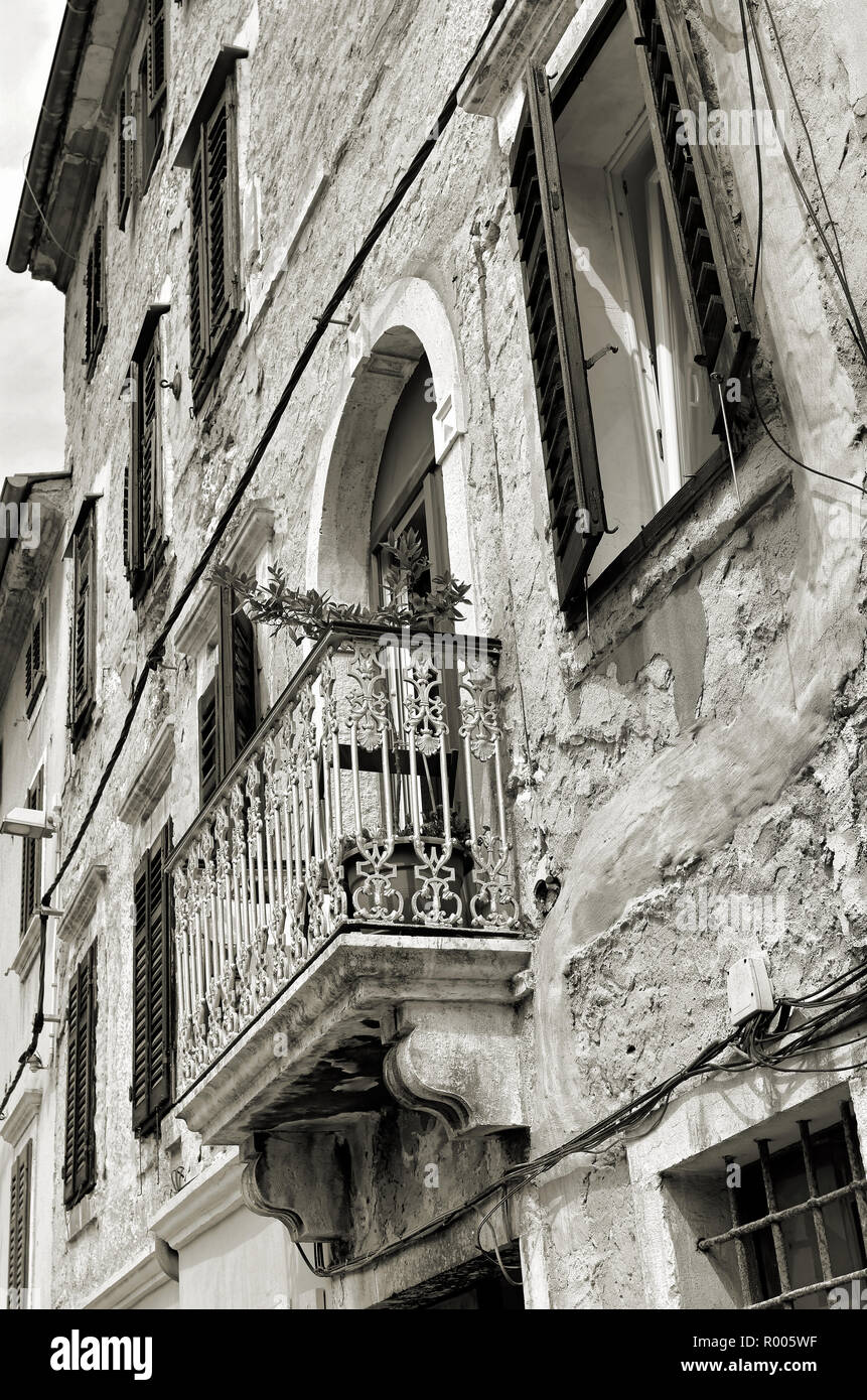 Facade of a historic building in the old town of Pula - Stock Image