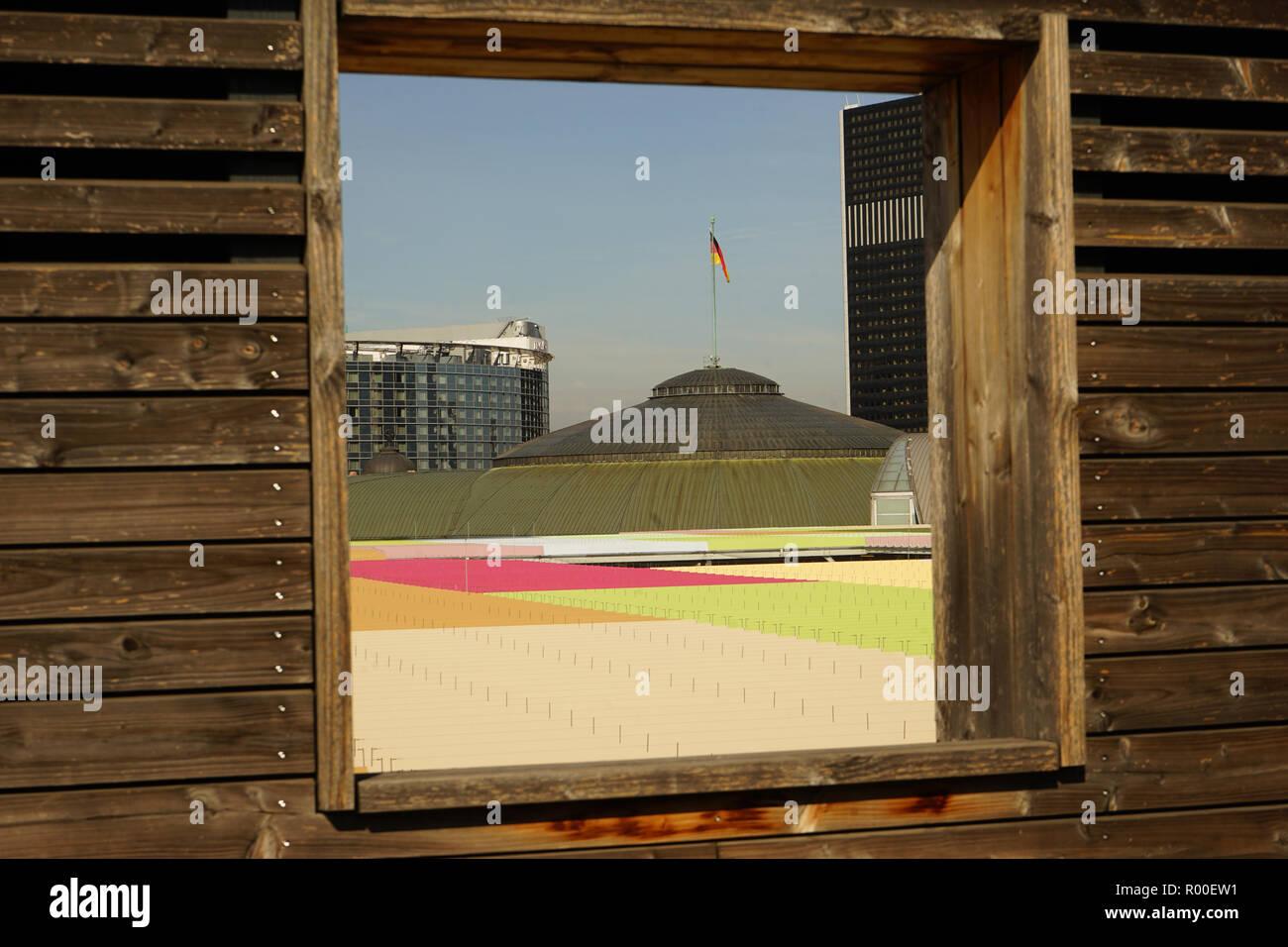 Blick auf die Kuppel der Festhalle Messe, Skyline Garden, Skyline Plaza, Europaviertel, Frankfurt am Main Stock Photo