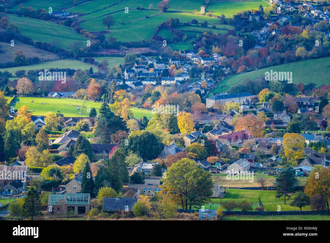 Looking down on the village of Calver from Curbar Edge. - Stock Image