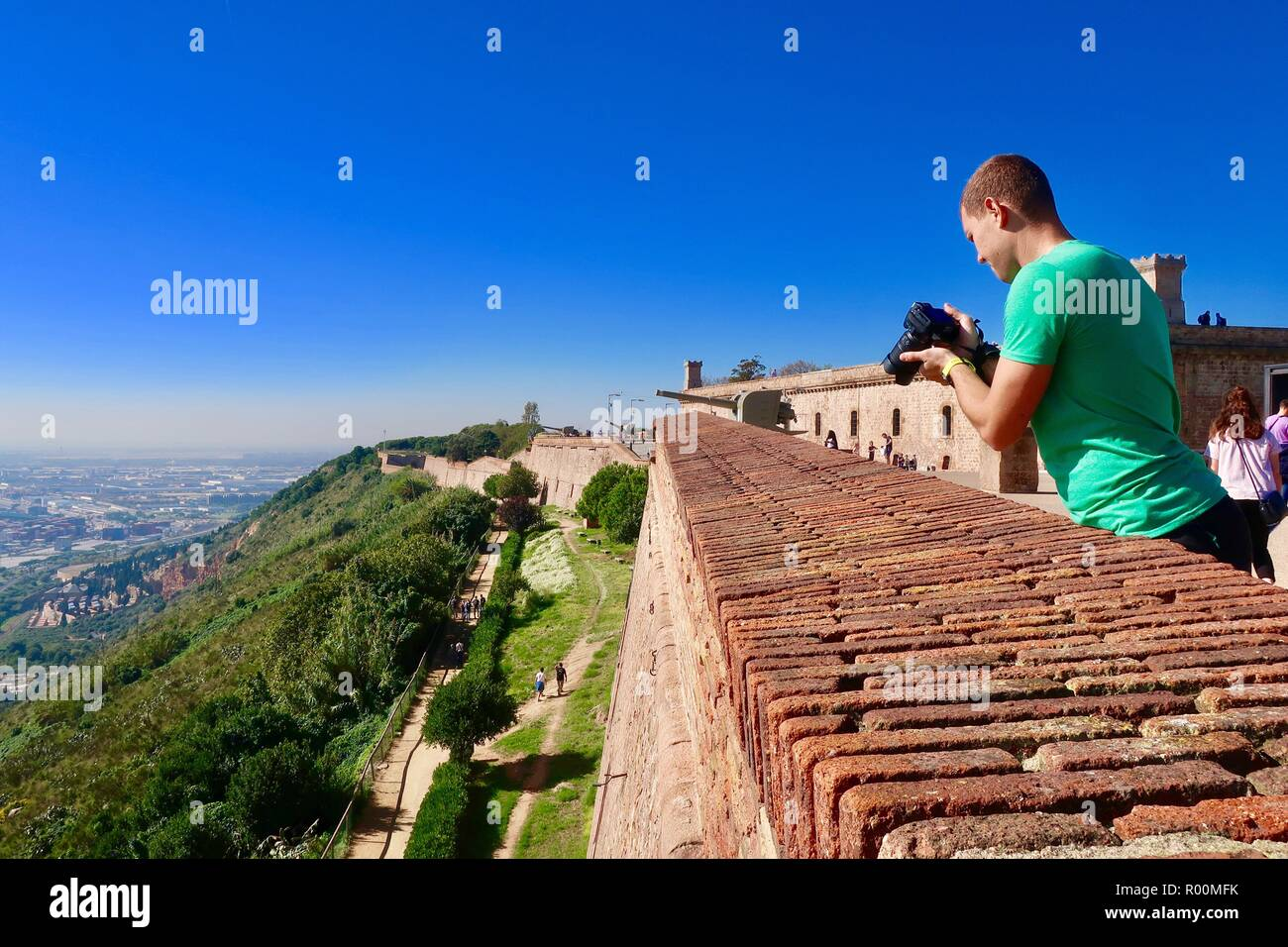 Barcelona, Spain, October 2018. A male photographer at Castell / Castle Mont Juic on a hot bright afternoon. - Stock Image