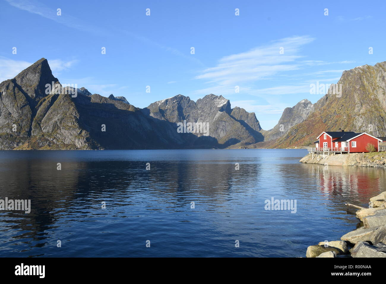 Red Rorbuer in Sakrisoy and Olstinden in the background, Lofoten, Norway Stock Photo