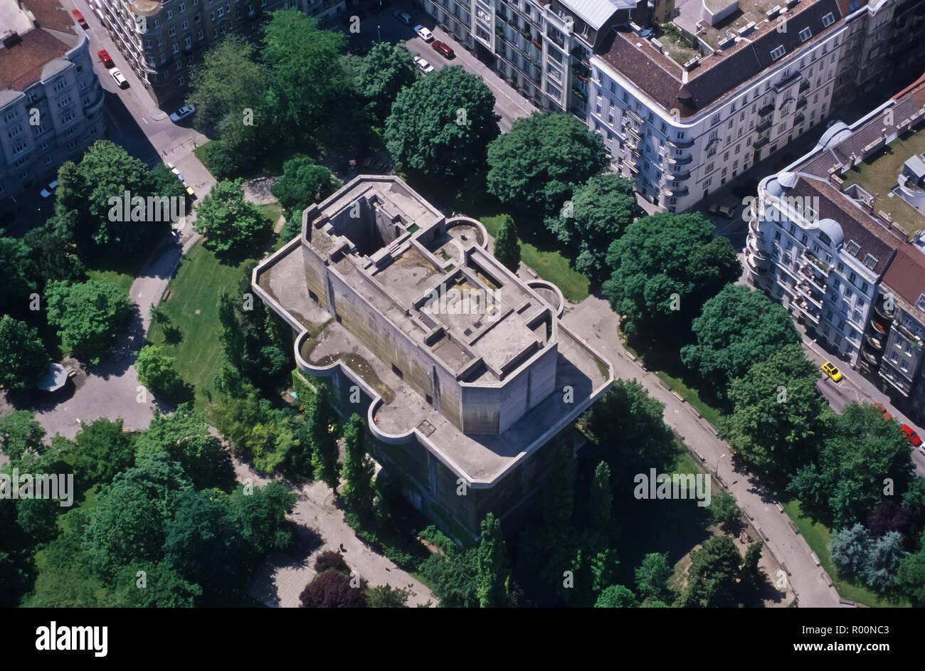 Wien, Flakturm, Feuerleitturm Arenbergpark, Luftbild - Vienna, Flak Tower, Aerial View Stock Photo