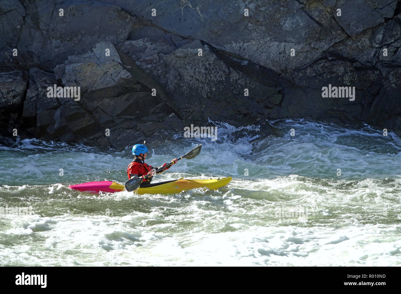 kayaker paddling on Potomac River below Great Falls - Stock Image