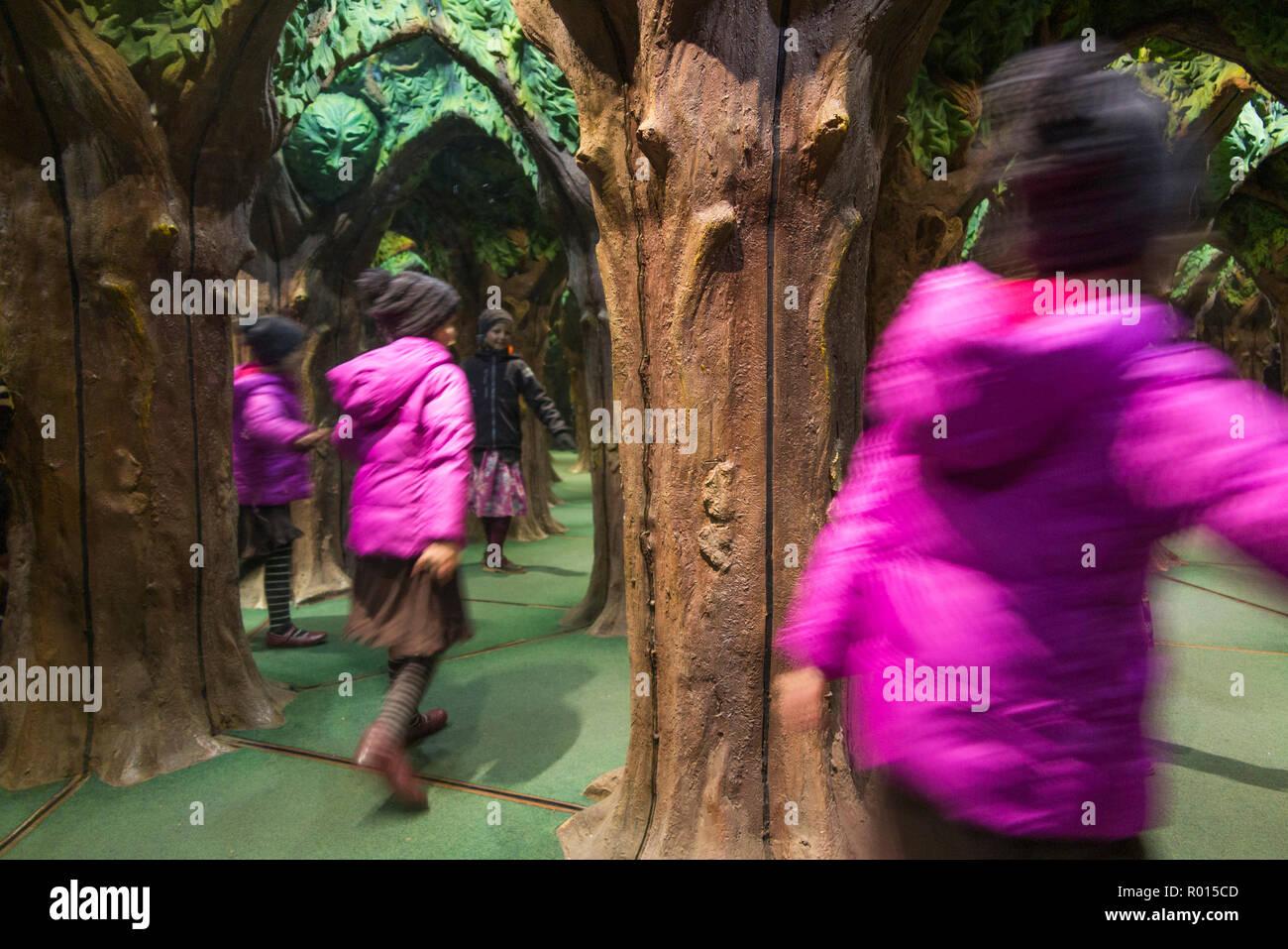 King Arthur's Mirror Maze with exploring children / kids / kids at Longleat Safari Park, Wiltshire. UK (103) - Stock Image