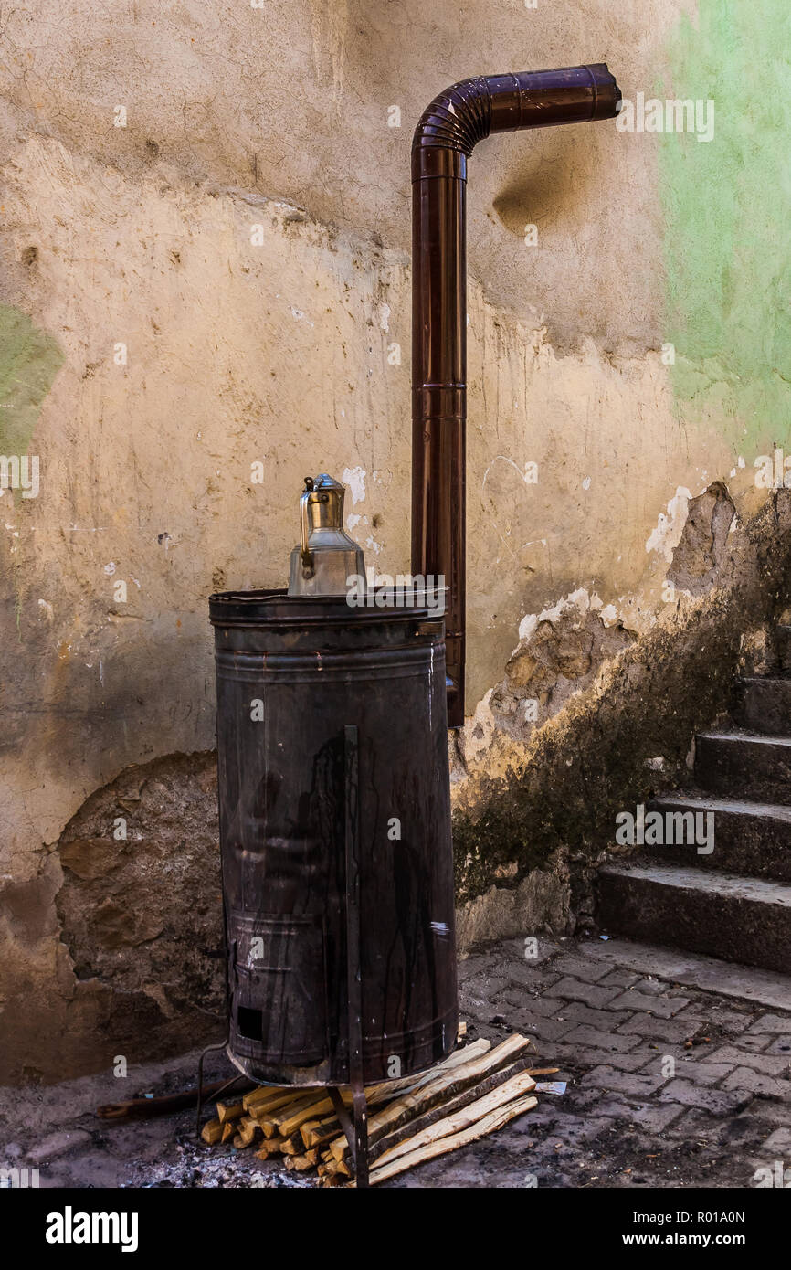 Traditional outdoor wood fired cooking stove in Sansarak, Iznik, Istanbul, Turkey. - Stock Image