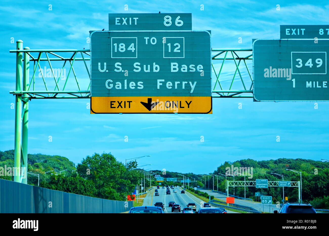 New London, CT USA. Oct 2018.  Freeway exit sign to Gales Ferry and to the Submarine Base New London. - Stock Image