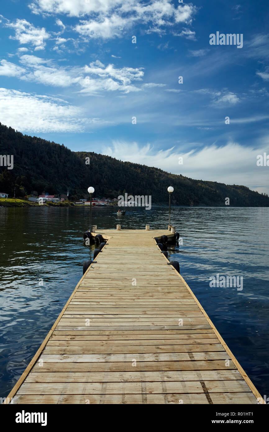 Jetty and Lake Taupo, Braxmere, Tokanuu, near Turangi, North Island, New Zealand - Stock Image